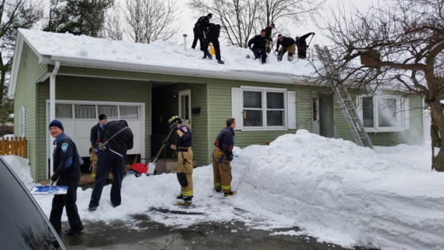 Officers Help Shovel Roof After Man Dies