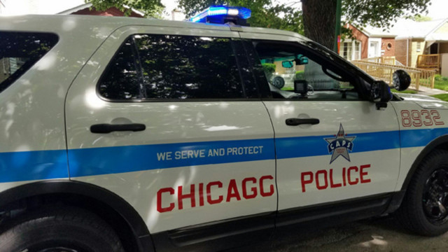 Off-duty officer grazed by bullet on Chicago street