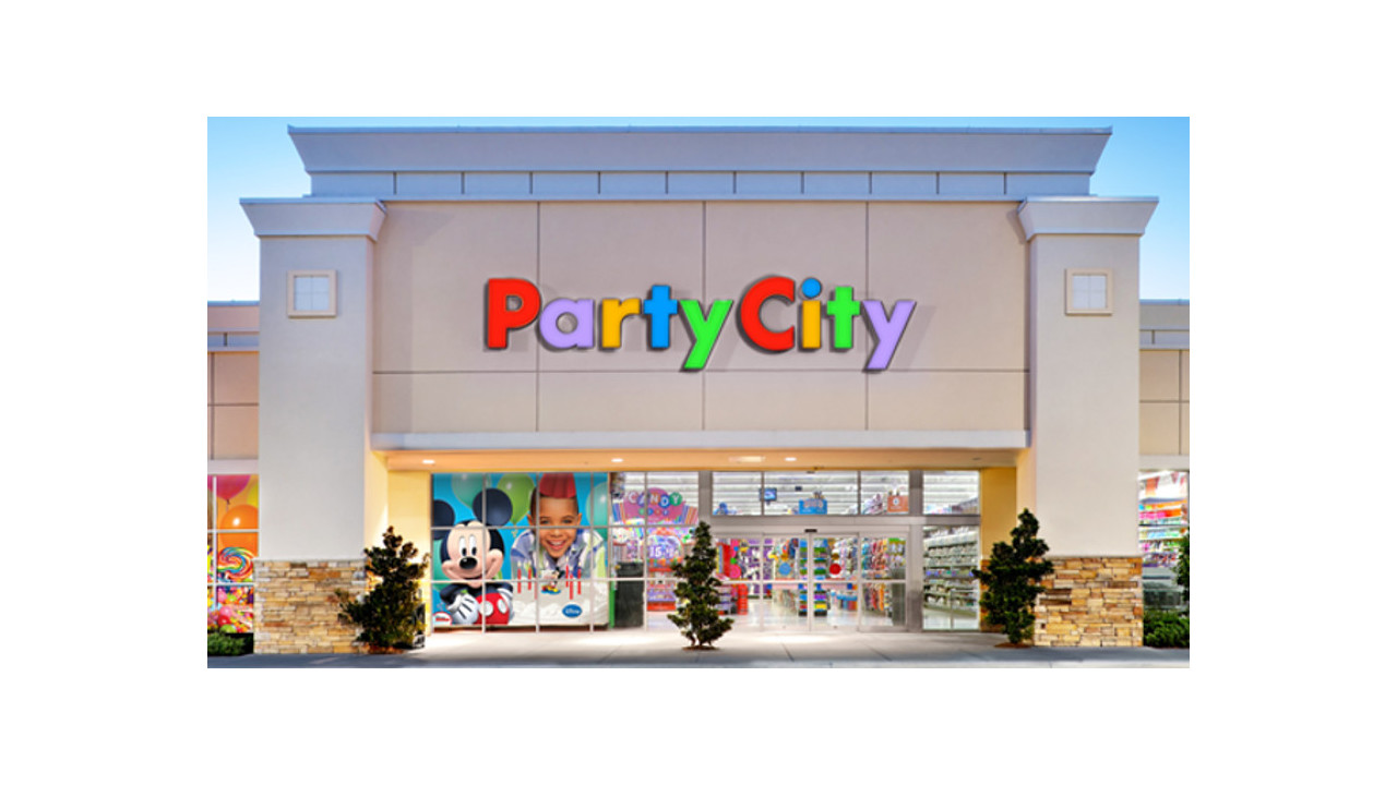 Woman Buying Balloons At Party City For Police Officer U0026 39 S