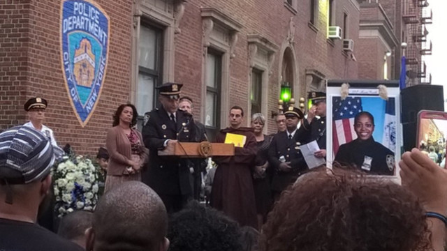 Vigil held for slain NYPD Officer Miosotis Familia in the Bronx