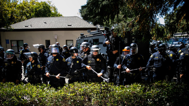 Berkeley council votes to let police pepper-spray violent protesters