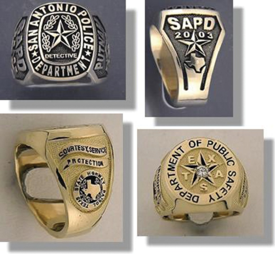 st action College Style Ring in Apparel