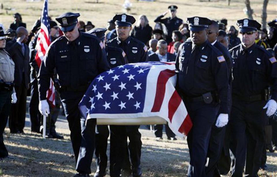fallen memphis police officer martoiya lang honored at funeral