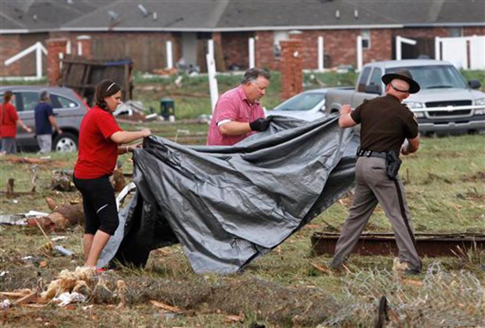 tornado dead body pictures - 900×609