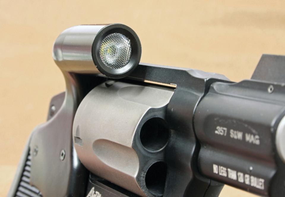 Griplight: A White-Light-Integrated J-Frame Grip