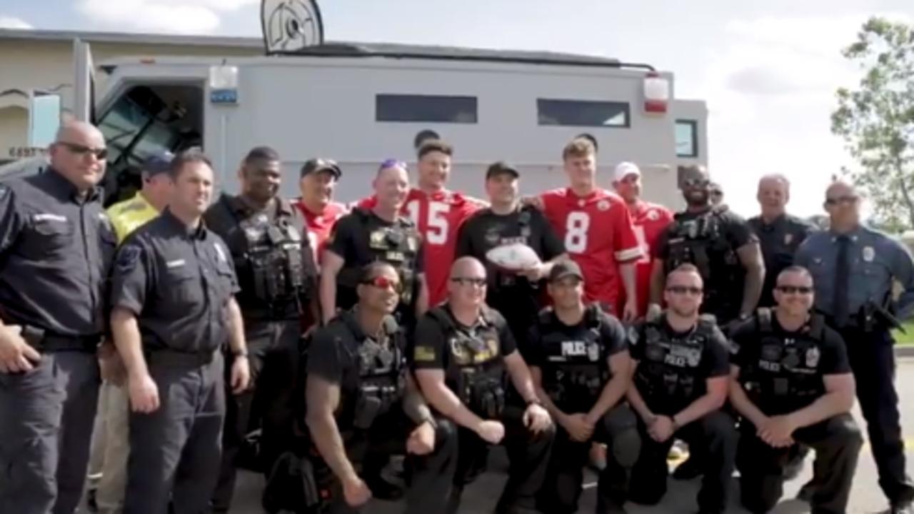 Chiefs Players Visit Kansas City Police Academy