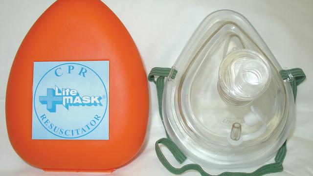 cprlifemaskresuscitator_10041809.tif