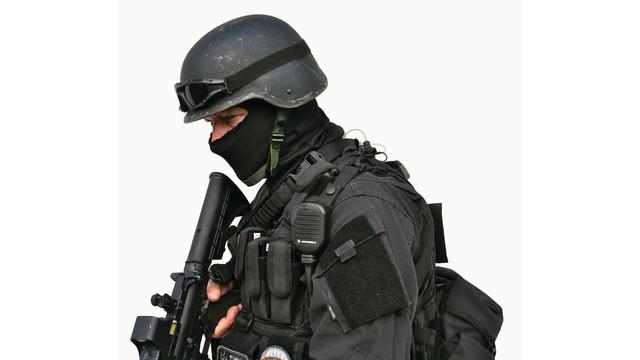 officerwearingwalkiecliptactic_10445906.psd