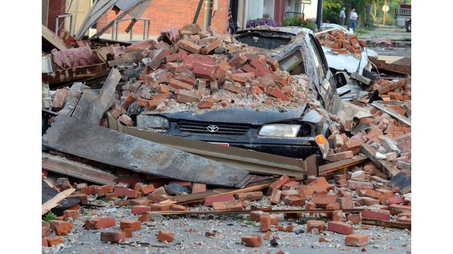 Car Crushed by Fallen Brick Wall in Ohio .jpg_10736491.jpg