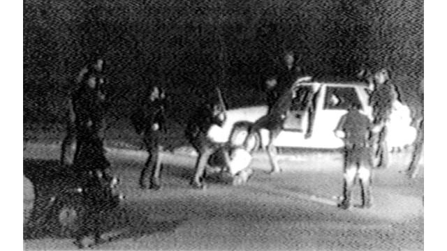 LA Officers Beat Rodney King in 1991.jpg_10730505.jpg