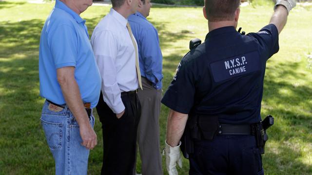 Officers Search Buffalo, N.Y. Doctor's Home.jpg_10730076.jpg