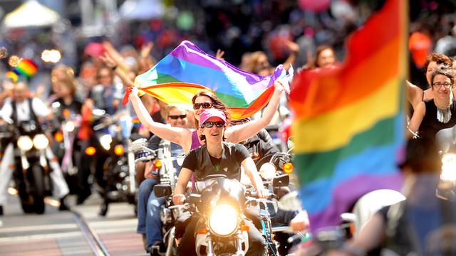 Motorcyclists lead San Francisco Gay Pride Parade.jpg_10734465.jpg