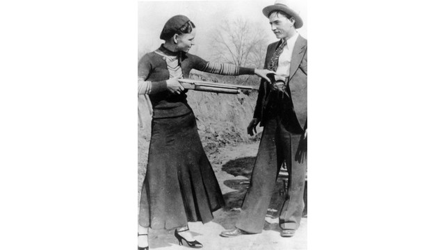 File Photo Depicts Bonnie and Clyde With Weapons.jpg_10742771.jpg