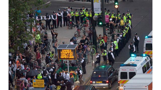 London Police Arrest Bicyclists.jpg_10752485.jpg