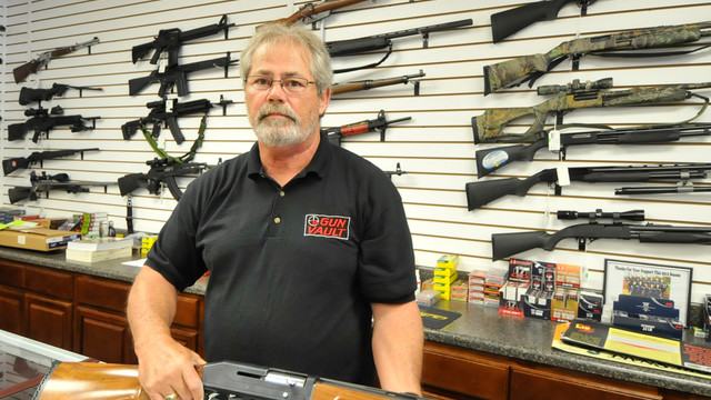 Gun Vendor in North Carolina Displays Wares.jpg_10746871.jpg