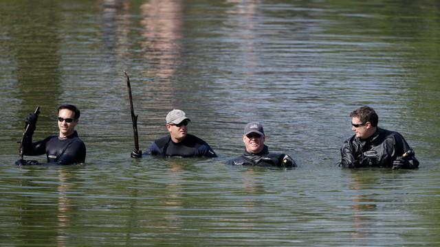 divers-search-iowa-missing-girls.jpg_10745286.jpg