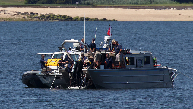 FBI and NYPD Try to Recover Capsized Boat.jpg_10741096.jpg