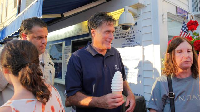 Mitt Romney Buys Ice Cream in NH.jpg_10737699.jpg