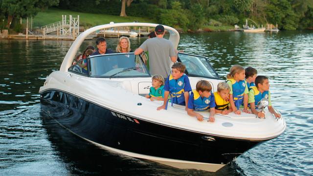Mitt Romney And Family Take Boat Ride in NH.jpg_10737701.jpg