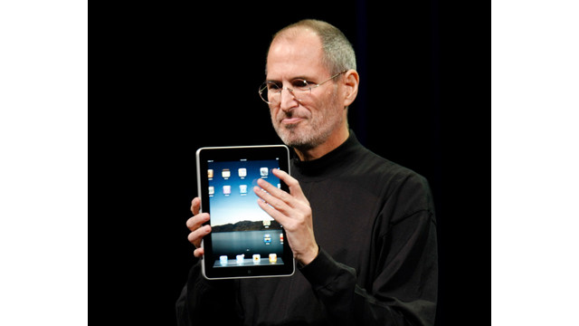 Steve Jobs shows off the new iPad.jpg_10761373.jpg