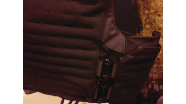battleware-vest-feature-clasp_10757130.psd