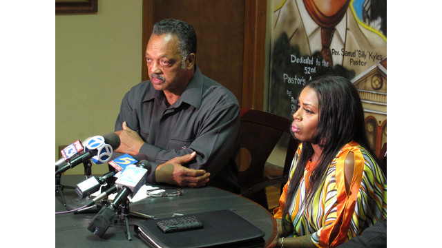Rev. Jesse Jackson sits with mother of man who died in Ark. police custody.jpg_10764066.jpg