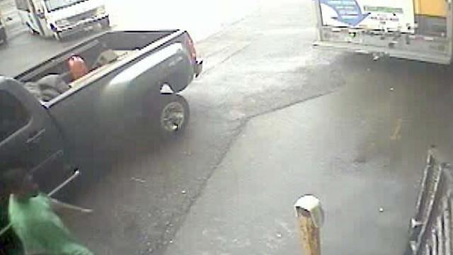 Video of Truck Theft in Detroit.jpg_10773379.jpg