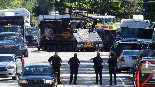 An armored vehicle advances on a West Brookfield home where an officer was killed.jpg_10777320.jpg