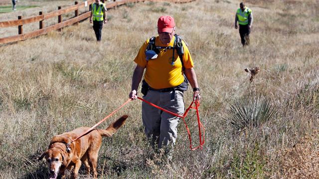 Denis McLaughlin leads his search and rescue dog through a field .jpg_10811214.jpg