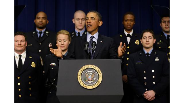 Obama_and_responders_2.jpg_10881445.jpg
