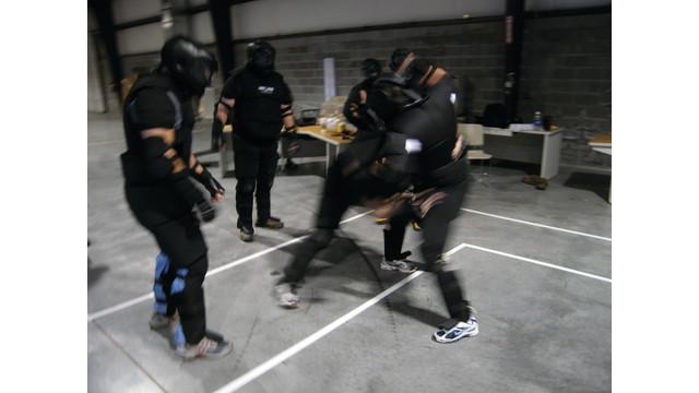 blauer-gang-fight-doe_10989747.psd