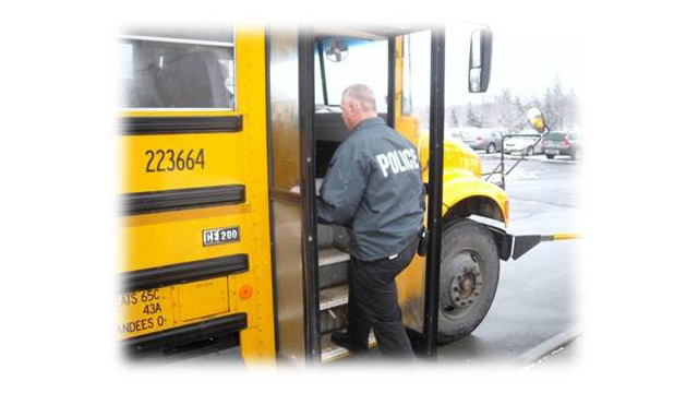 Perin-cyberbullying-AuburnPD-Officer-and-bus.jpg