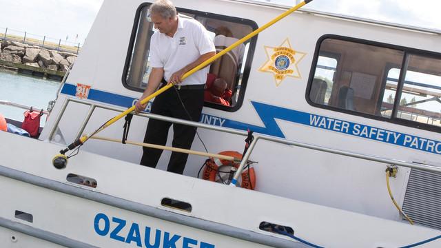 resuce-boat-aqualens_11080439.psd