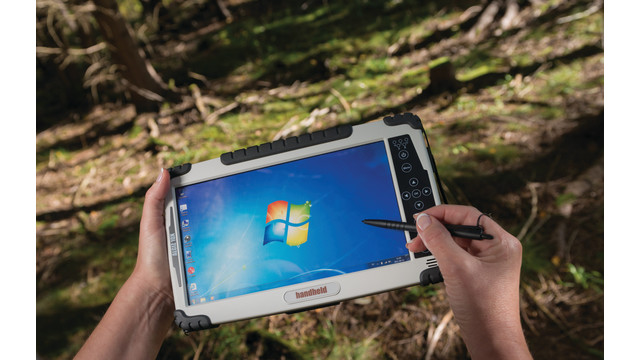algiz-10x-rugged-tablet-in-han_11190043.psd