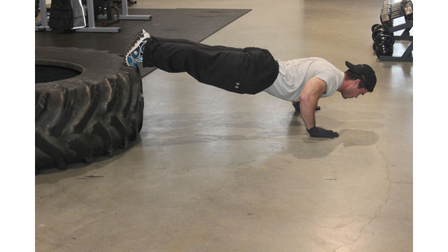 photo-3-pushups-on-tire_11289193.psd