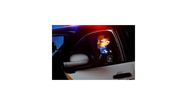 officer-night_11323225.jpg