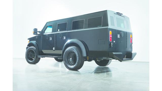 tac-suv-drive-rear-em_11461695.psd
