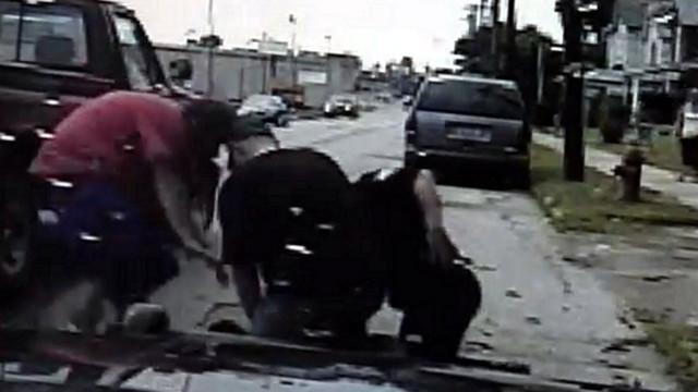 Two Men Help Ohio Officer Make Arrest